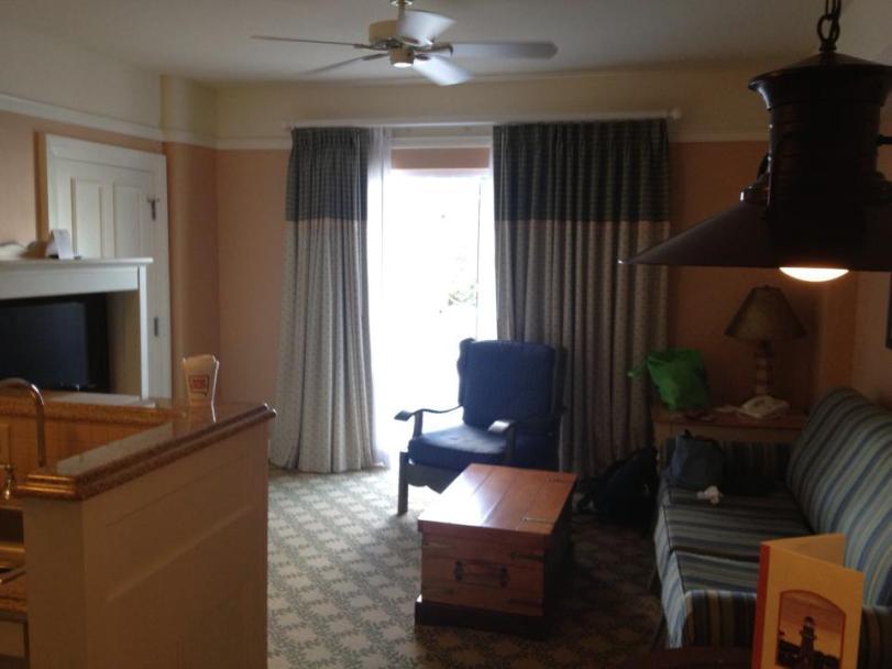 Beach Club Villa: 1 BR living room area.